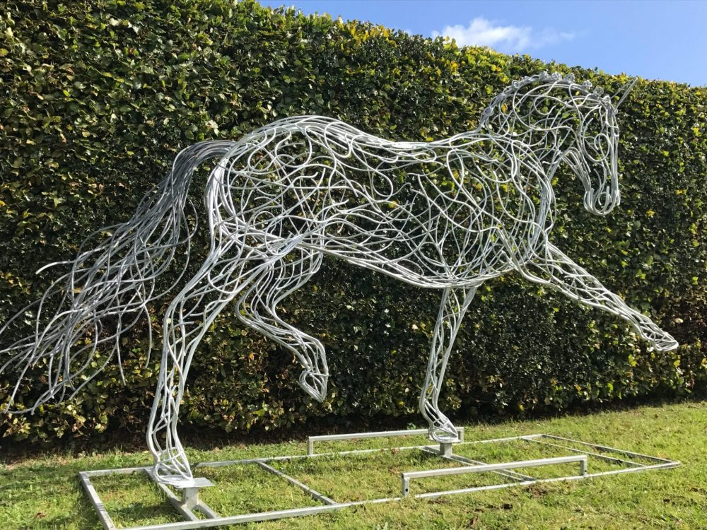 Horse Sculpture With Pointed Leg